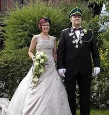 Dennis Stoll und seine Frau Silvia regieren im 109. Jahr die St.-Hubertus-Schützenbruderschaft Liesen und stehen nun für ein Jahr im Mittelpunkt.
